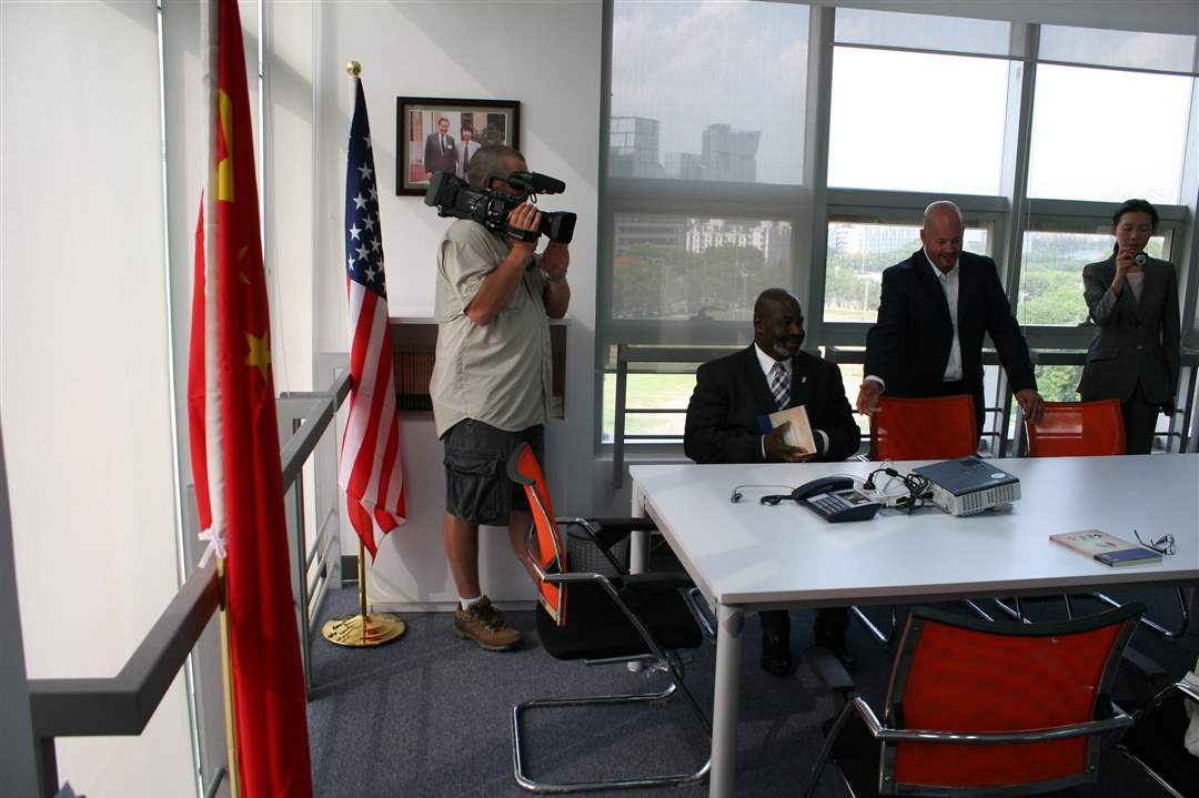 Mayor-Bell-in-China-11