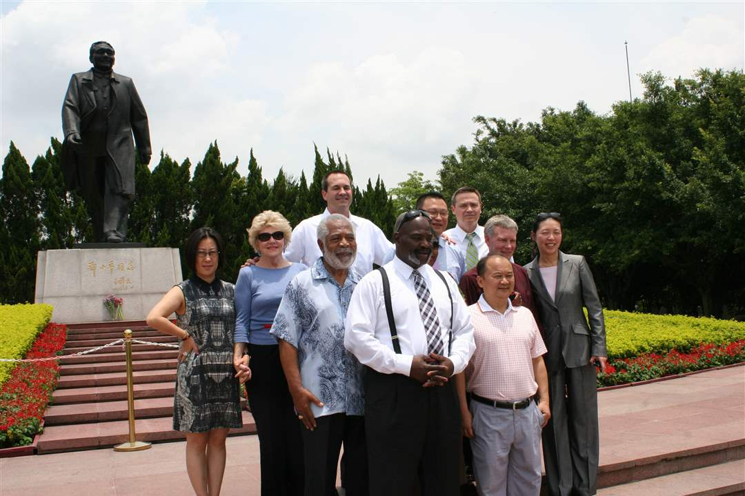 Mayor-Bell-in-China-14