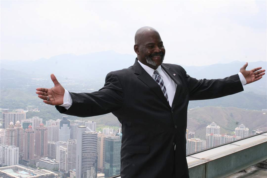 Mayor-Bell-in-China-2