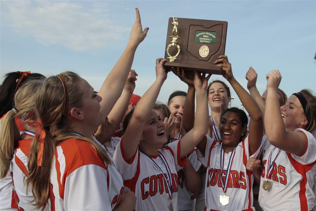 Southview-Central-Catholic-district-softball-final-17