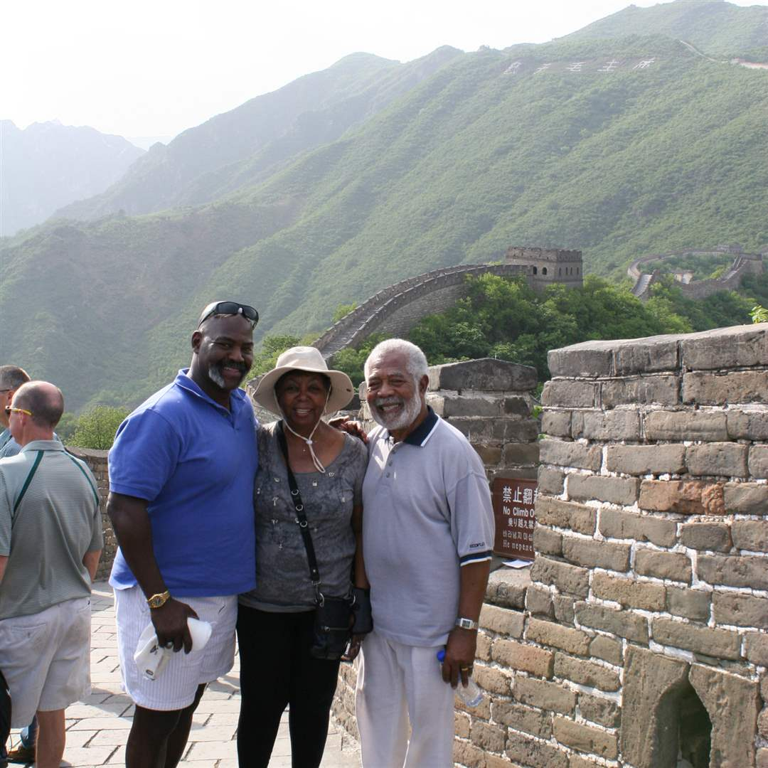 Toledo-delegation-visits-Beijing-Great-Wall-1