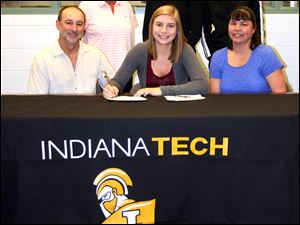 Stacy Nagy, center, a Bedford High School senior signs to play volleyball at Indiana Tech in Fort Wayne, Ind.