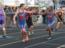 Brothers-find-no-need-for-rivalry-in-3200-relay-2