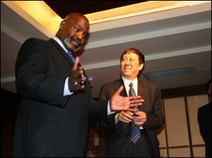 Mayor Mike Bell and Mudanjiang Vice Mayor Zhu Naizhen share a laugh while at meeting in Beijing.