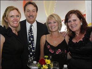 Diane Sturt, Dan Bollin, Becky Bollin, and Libbey McKnight at Taste of the Nation.
