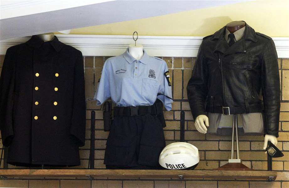 Toledo-Police-uniforms-from-past