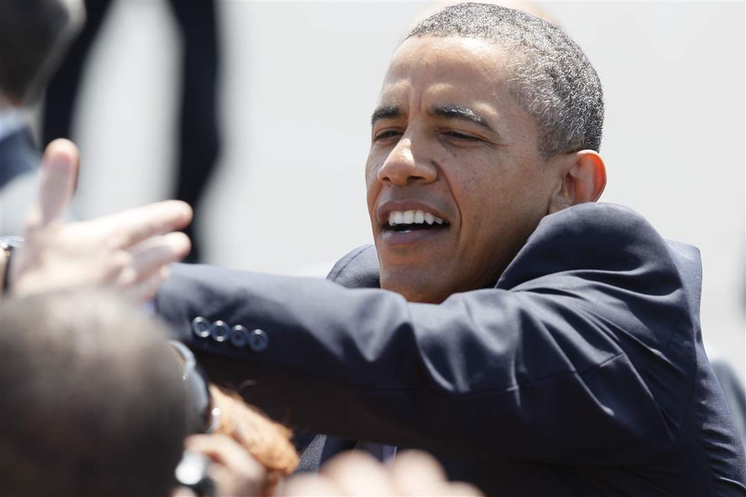 Crowd-of-75-greeted-by-President-Obama-before-visit-to-Chrysler-plant