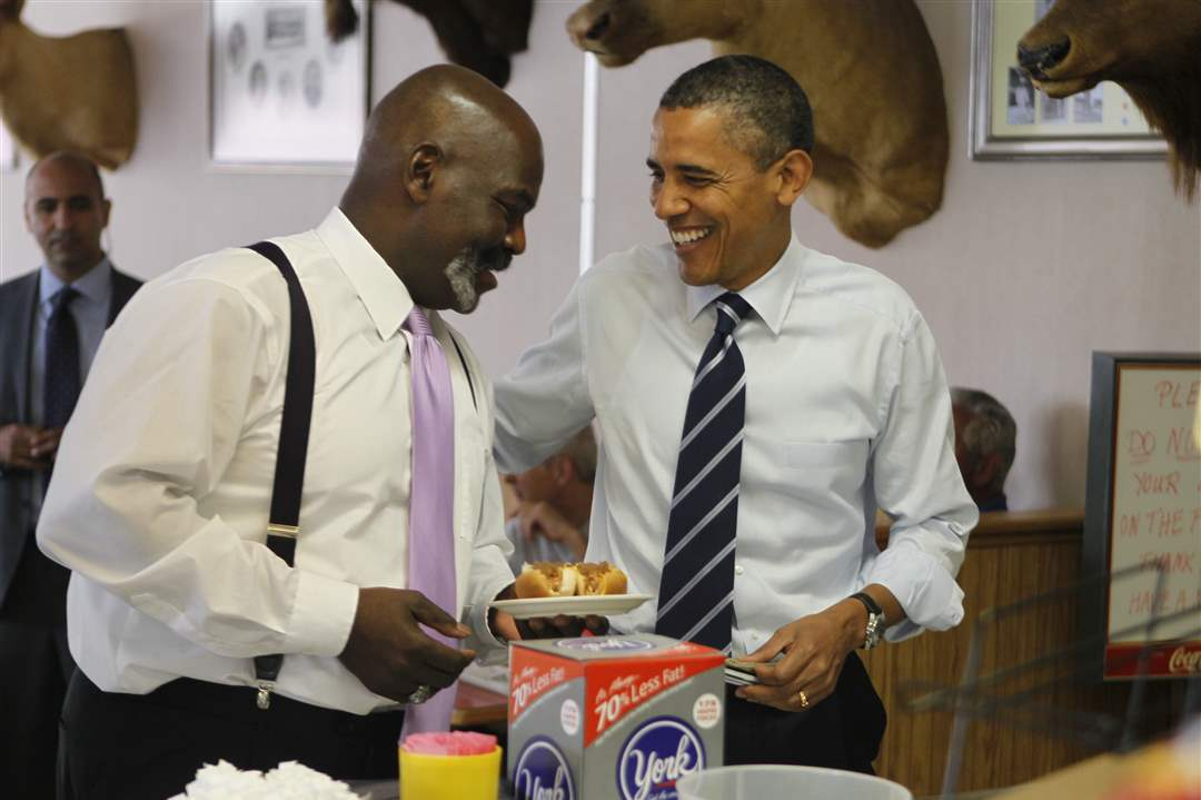 President-Obama-and-Mayor-Bell-eating-at-Rudy-s
