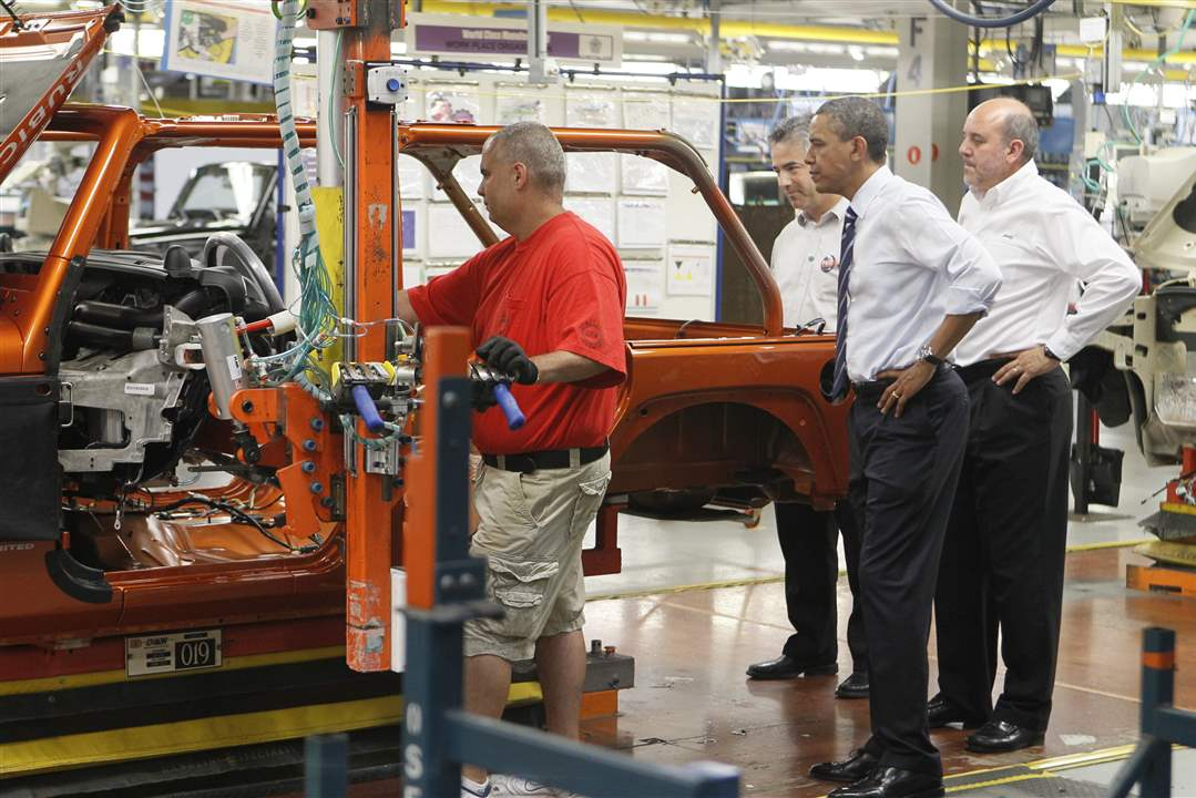 President-Obama-Jeep-Assembly-line-workers