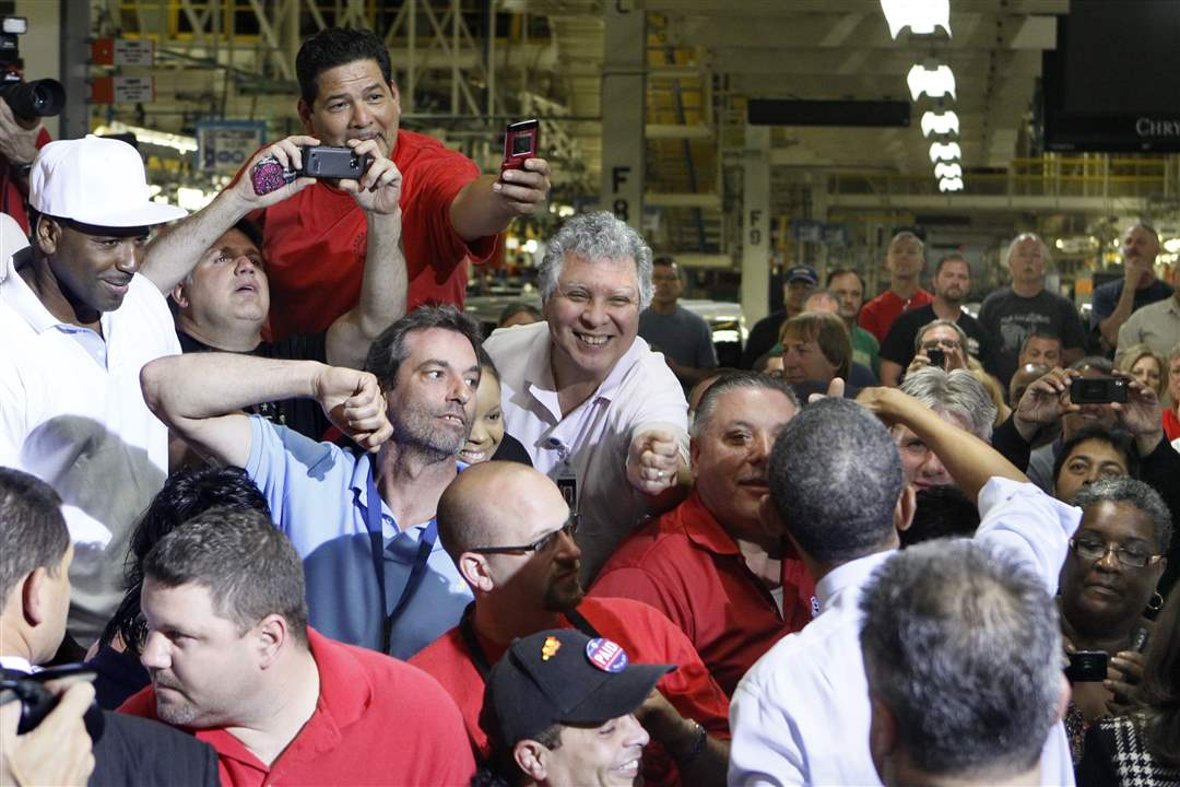 President-Obama-in-large-crowd-of-Jeep-workers