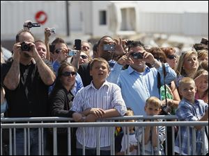 Crowd watches arrival of President Barack Obama at Toledo Express Airport.
