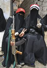 Yemen-female-protesters-ak-47