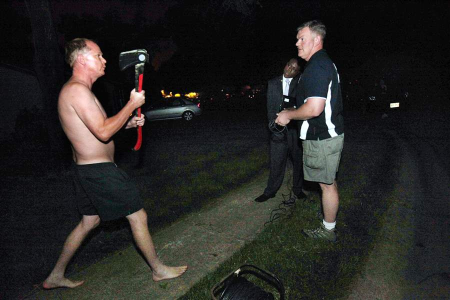 Weiner-axe-wielding-neighbor-confronts-reports