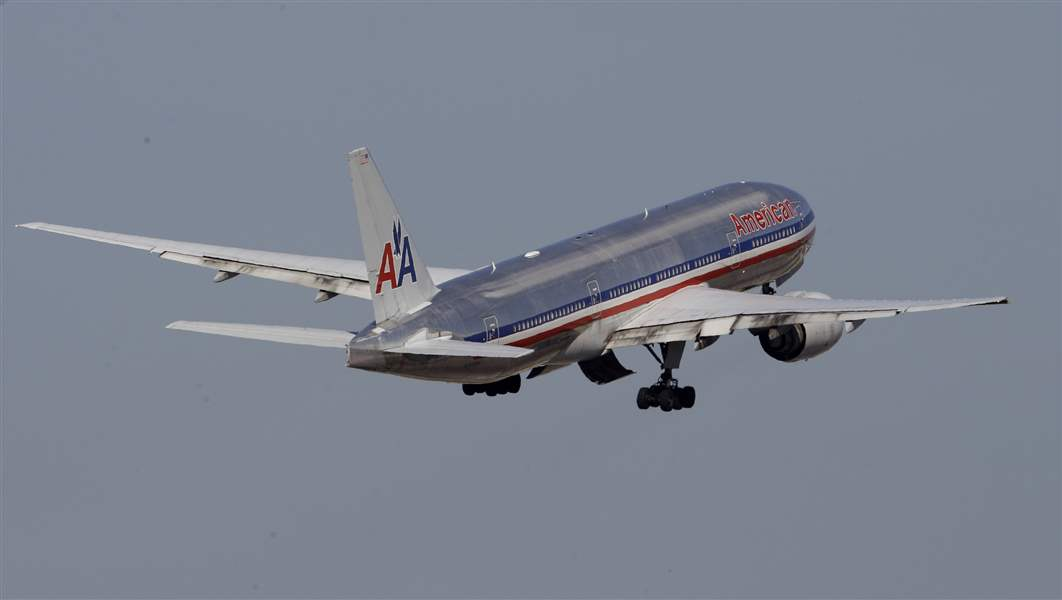 American-Airlines-airplane-takes-off