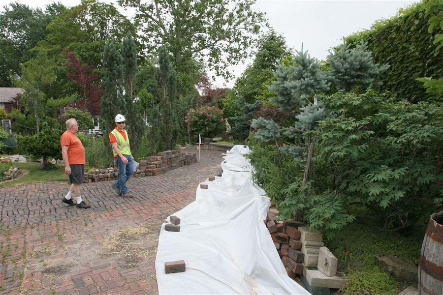 Work-on-I-475-wall-halted-by-garden-s-shifting-ground