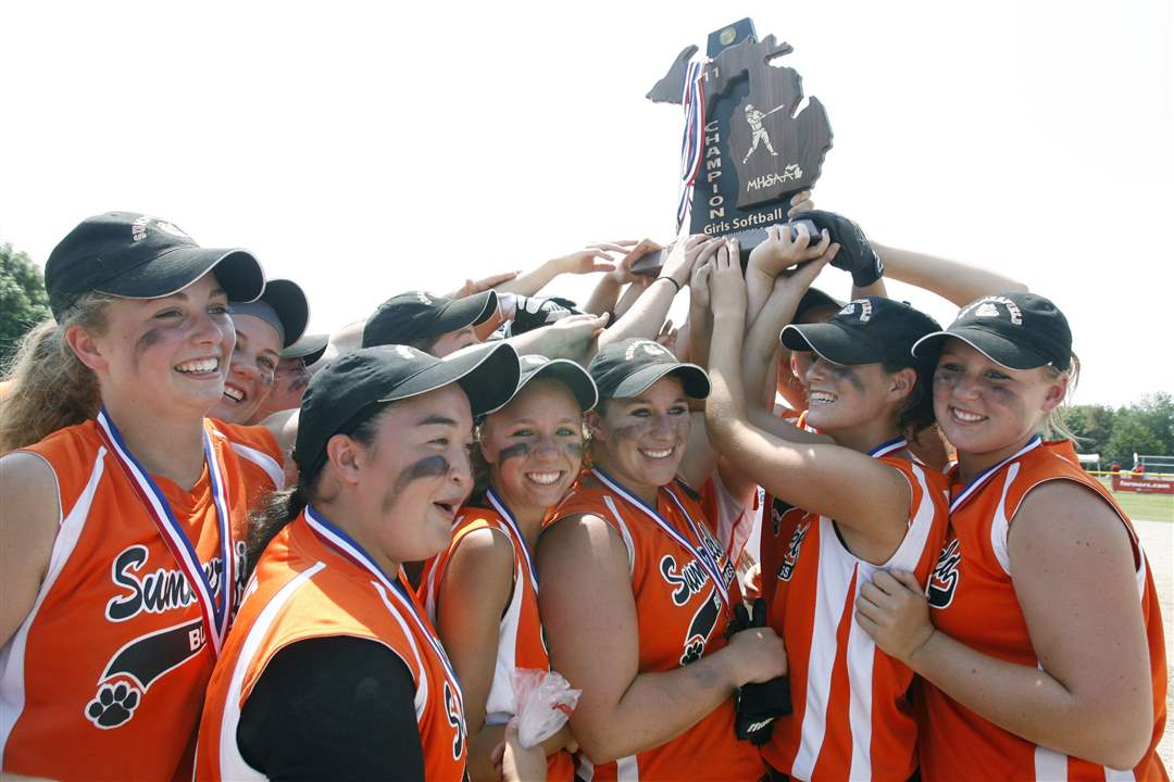 Summerfield-state-softball-champions-Michigan-8