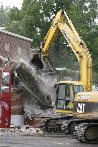 Maplewood-demolitionn-crane-again-6-21-2011