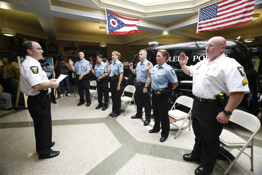 Toledo-Police-Mike-Navarre-promotions-oath