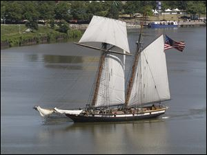 The clipper Lynx is a 122-foot-long square top sail schooner.