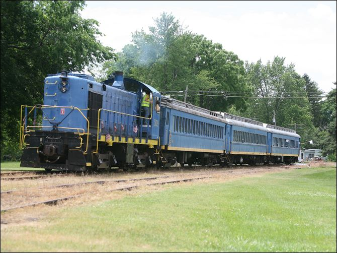 Issues raised on excursion train The Bluebird passenger train hasn't operated in about 18 months. A volunteer from Perrysburg says the plan is for it to be an asset to the community, helping Waterville grow.