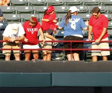 fan-fall-death-Texas-Rangers