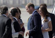 Prince-William-and-Kate-land-at-Los-Angeles-International-Airport