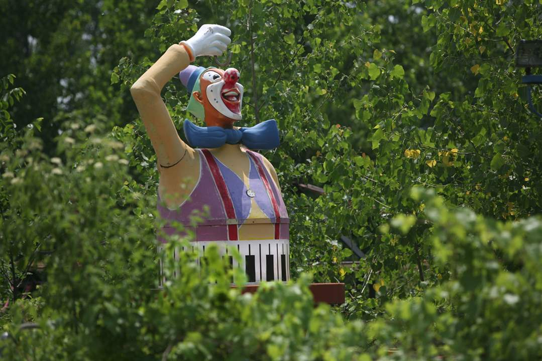 Enchanted-Forest-Playland-clown