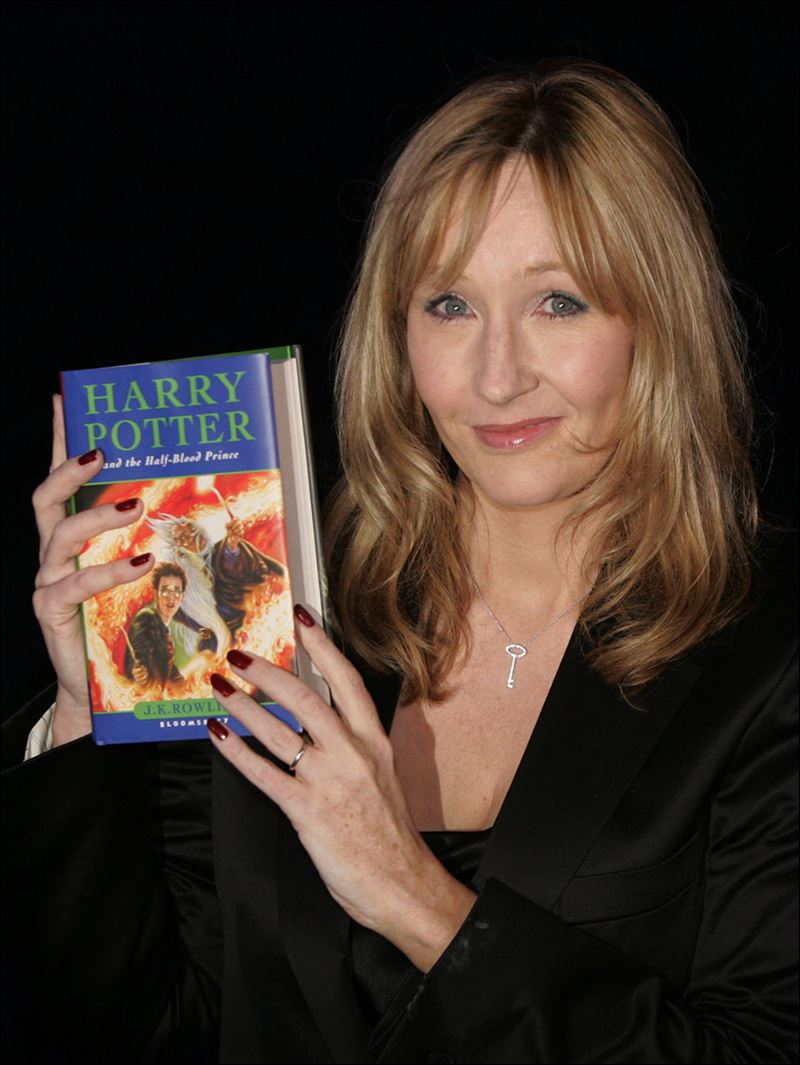 Harry Potter Book Writer : Cinderella story poppy montgomery plays j k rowling in