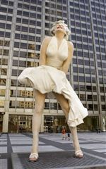 huge-marilyn-sculpture-in-chicago-07-15-2011
