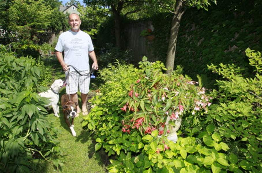 dave-urbank-and-dogs-in-OWE-garden-07-16-2011