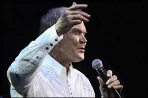 Glen Campbell performs at the IP Casino in Biloxi, Miss.