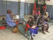 Somali-women-sit-with-children-in-hospital