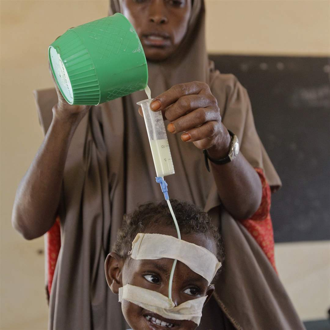 Dadaab-feeding-tube-green-cup