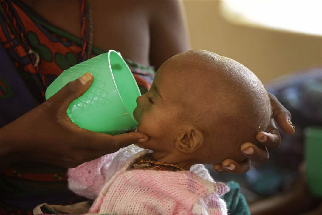 Dadaab-child-green-cup