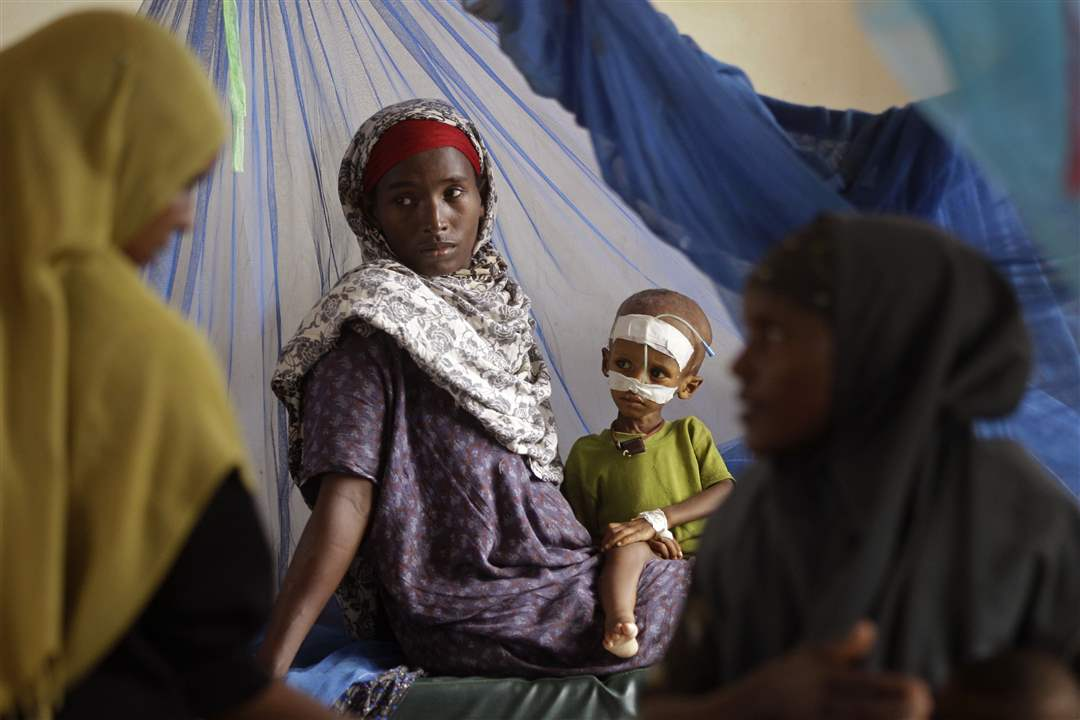 Dadaab-Kenya-hospital-woman-child-treatment