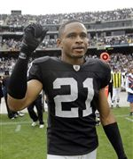 Nnamdi-Asomugha-signs-with-EaglesNnamdi-Asomugha-signs-with-Eagles