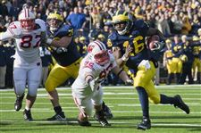 Denard-Robinson-will-switch-to-a-pro-style-offense-this-year-at-michigan