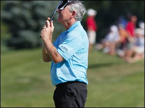 Hale Irwin displays his disappointment at missing a birdie putt on the 18th green Sunday.