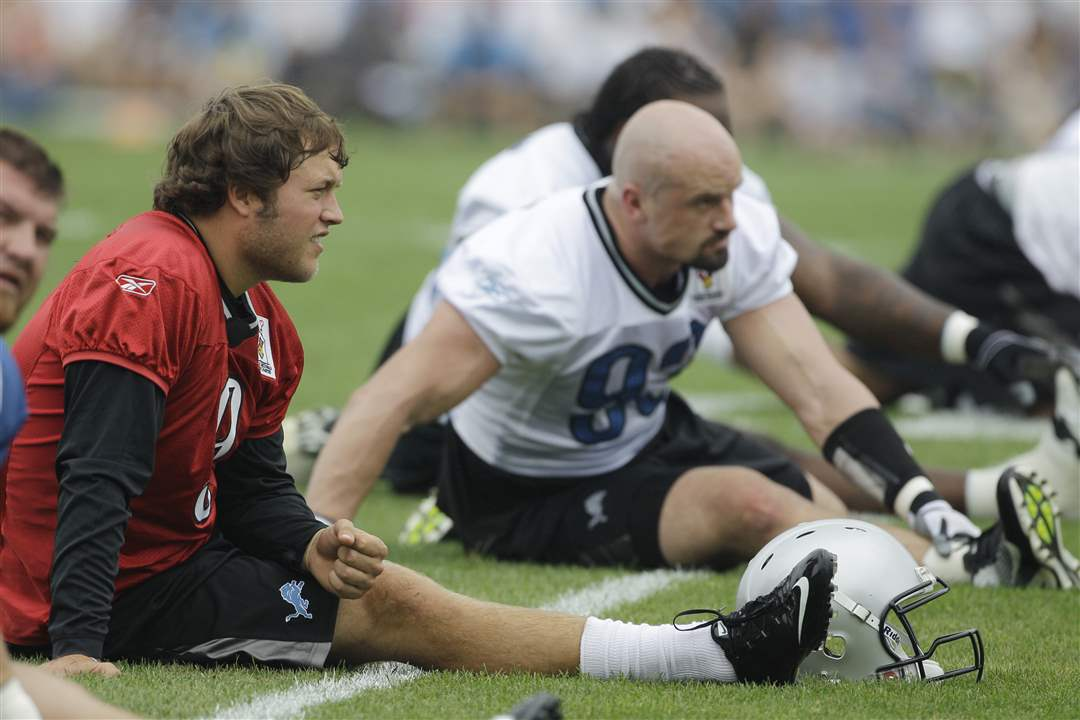 Detroit-Lions-Training-Camp-Matthew-Stafford-Kyle-Vanden-Bosch