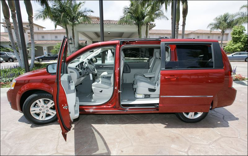 chrysler recalling 367 000 minivans a second time over. Black Bedroom Furniture Sets. Home Design Ideas