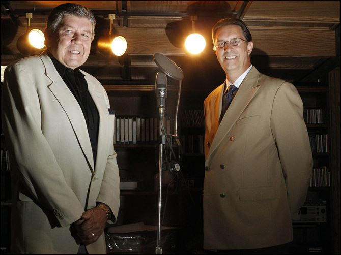 New online radio station helps area find its voice Tom Brady, left, and Steve Wronkowicz pose with equipment in Mr. Brady's basement studio. Mr. Brady said that he and his partner, Mr. Wronkowicz, began discussing the online radio-station project late last year.