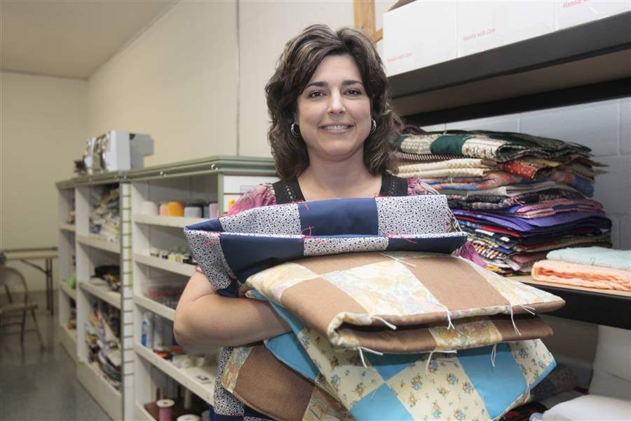Quilters-reaching-out-to-Joplin-tornado-victims-2