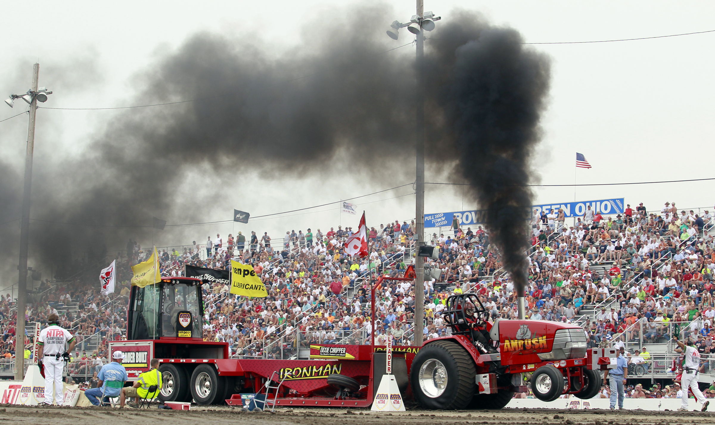 Tractor Pull Modified Division on Canada Tractor