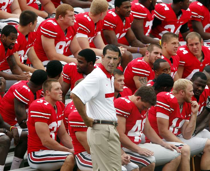 fickell-with-players-08-22-2011