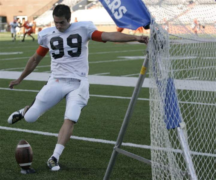 Kyle-Burkhardt-practices-kicking-for-Bowling-Green-State