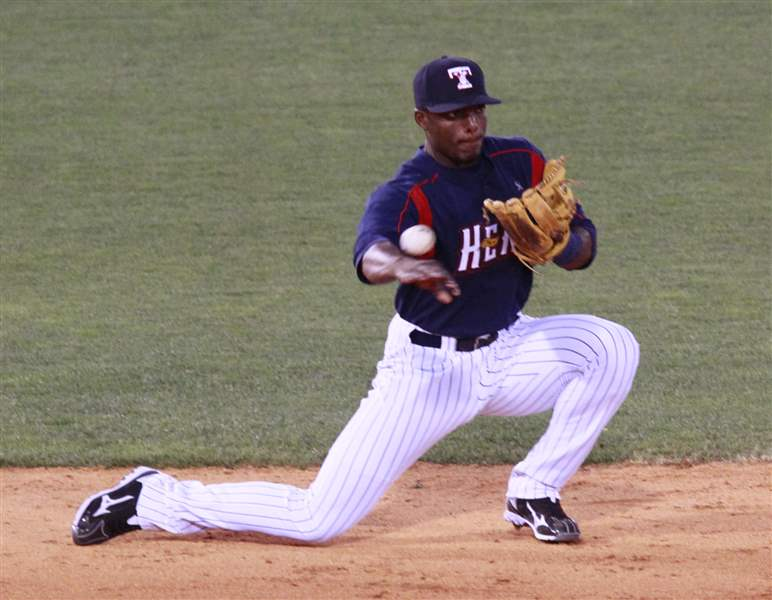 Hens-Audy-Ciriaco-plays-against-brother-Pedro