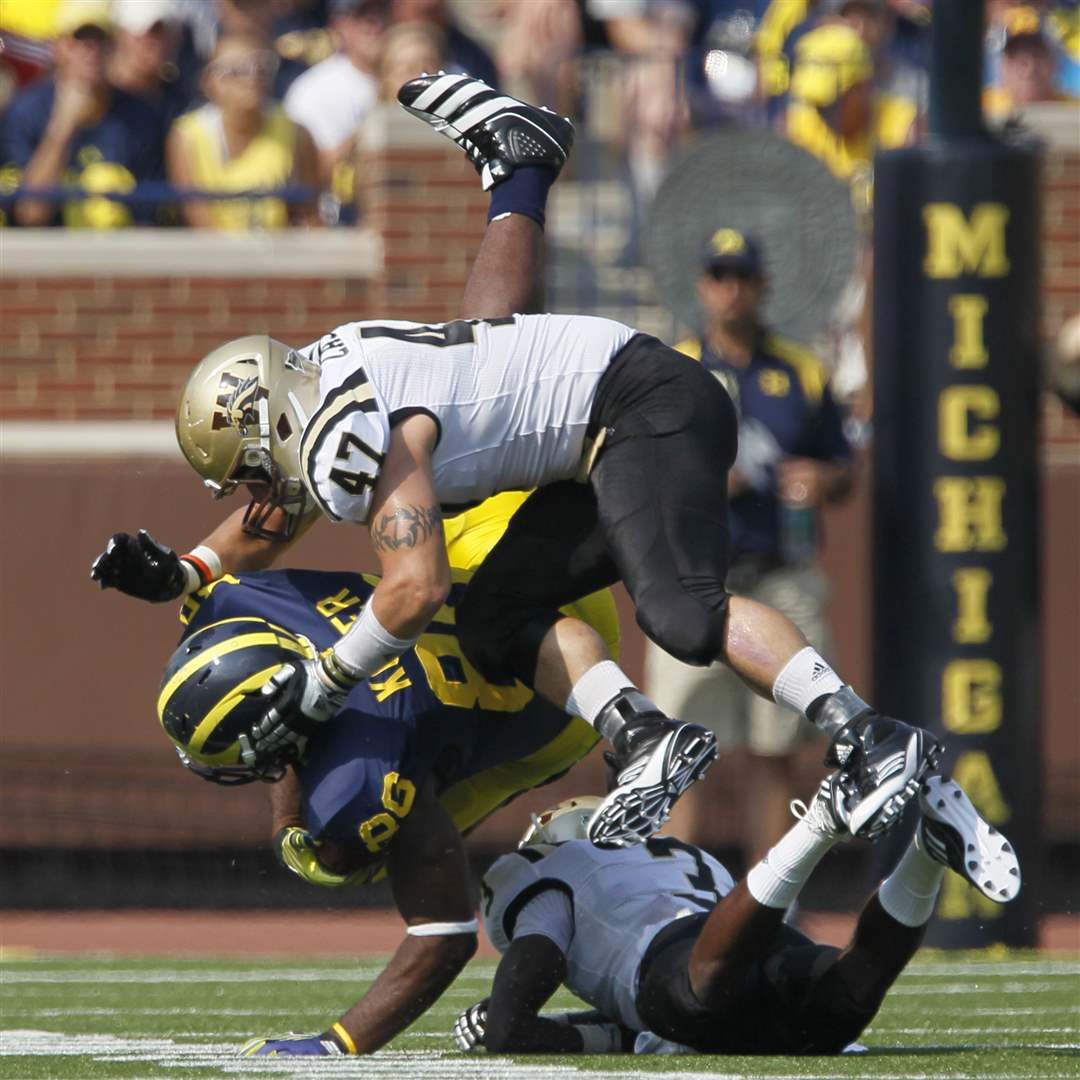 Michigan-Kevin-Koger-hit-by-Western-Michigan-players