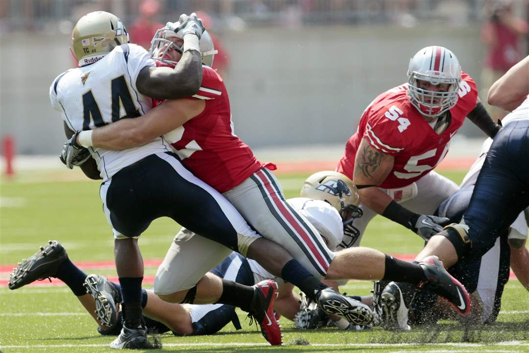 Ohio-State-Andrew-Sweat-tackles-Akron-Jawson-Chisholm