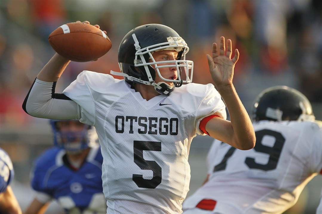 Otsego-quarterback-Ryan-Smoyer-throws