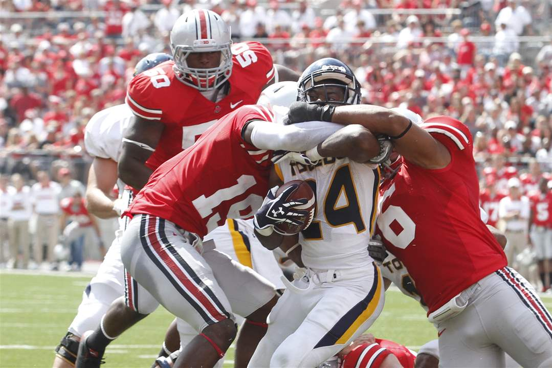 Adonis-Thomas-powers-his-way-through-the-OSU-defense